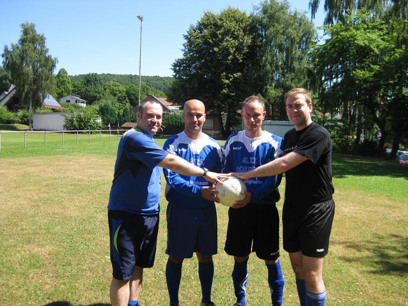 Die Neuen: Ayhan Berse und Marcel Rothenroth (in der Mitte v. links) eingerahmt vom Trainergespann Björn Westheider (l.) und Henrik Franke.