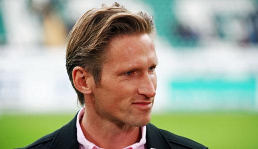 Glücksfee: Ex-Profi Detlev Dammeier lost am 8. September im Sportpark Enger die Vorrundengruppen der 10. widufix-Hallen-Kreismeisterschaften aus.