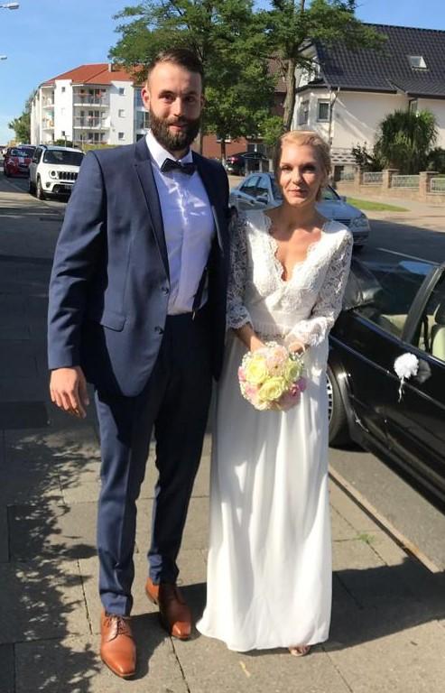 Steht ihm gut: Unser langjähriger Torwart Jan Brackmann hat am Wochenende seine Milena geheiratet.