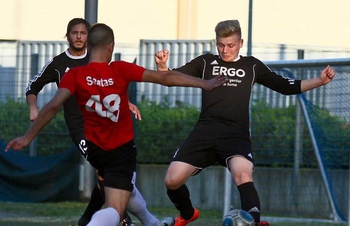 Neu bei der Spielvereinigung: Kevin Walder (im Bild rechts) wechselt vom VfL Herford zu den Vereinigten. Foto: Yvonne Gottschlich
