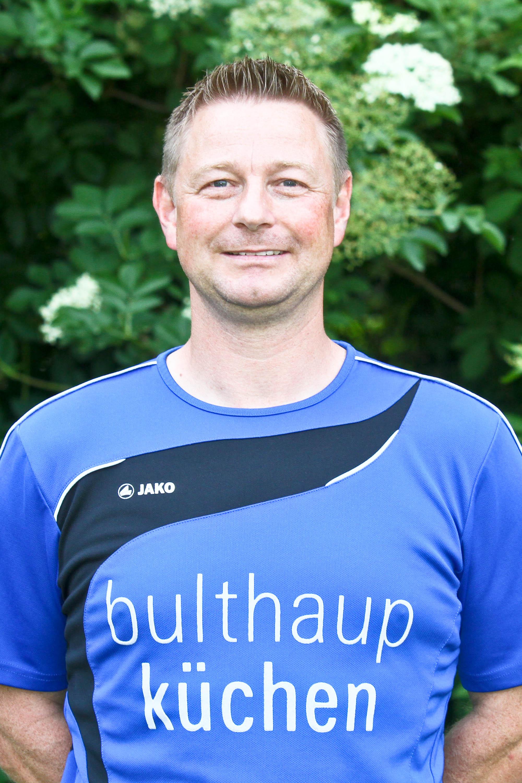 4 Jahre und ein Tag: RenÃ?© Hahne ist ab Sonntag der Trainer mit der längsten Amtszeit in der Vereinsgeschichte der Spvg. Hiddenhausen. Foto: Yvonne Gottschlich