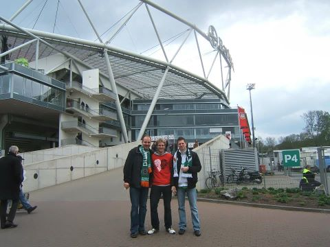 Grü�e aus der Bay-Arena: Benjamin Henkel, Nils Hillbrand und Sven-Henrik Schulte (v.l.) freuen sich über einen gelungenen Samstag.